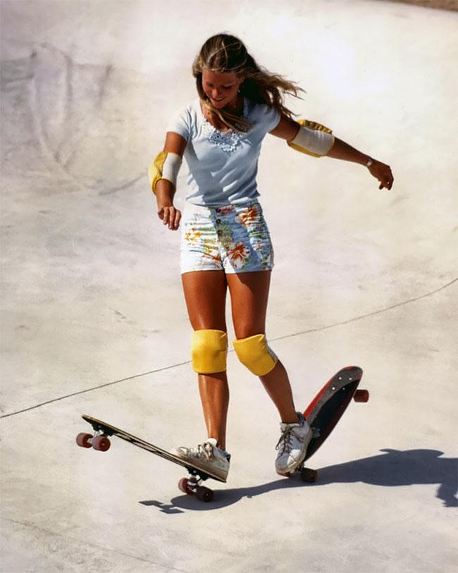 Foto Menakjubkan Ellen O'Neal, Pemain Skateboard Gaya Bebas Wanita Terbesar di tahun 1970-an