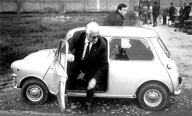 Foto Vintage Orang Terkenal Dengan Mini Mereka Dari tahun 1960-an dan 1970-an