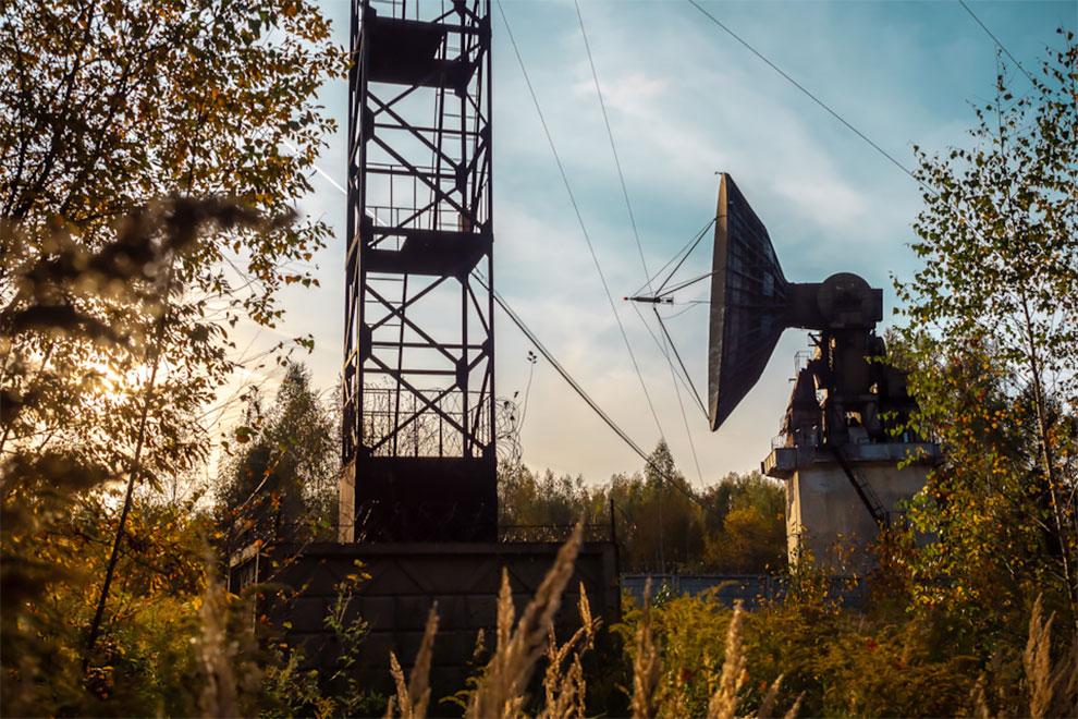 Penjelajah Perkotaan Membuat Foto Fantastis dari Stasiun Radio Terbengkalai untuk Mencari Jejak Peradaban Ekstra-Terestrial