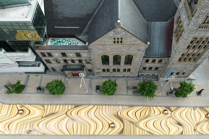 Ilusi Optik Raksasa Mengubah Jalan Di Montreal Menjadi Bukit Pasir Bergelombang
