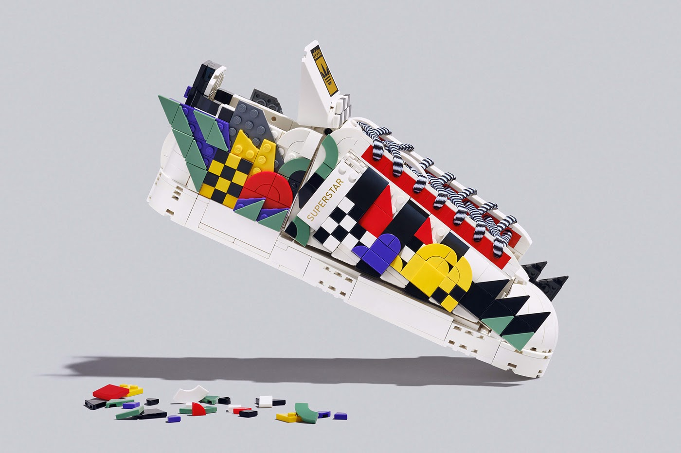 arah seni sepatu patung desain kolaborasi