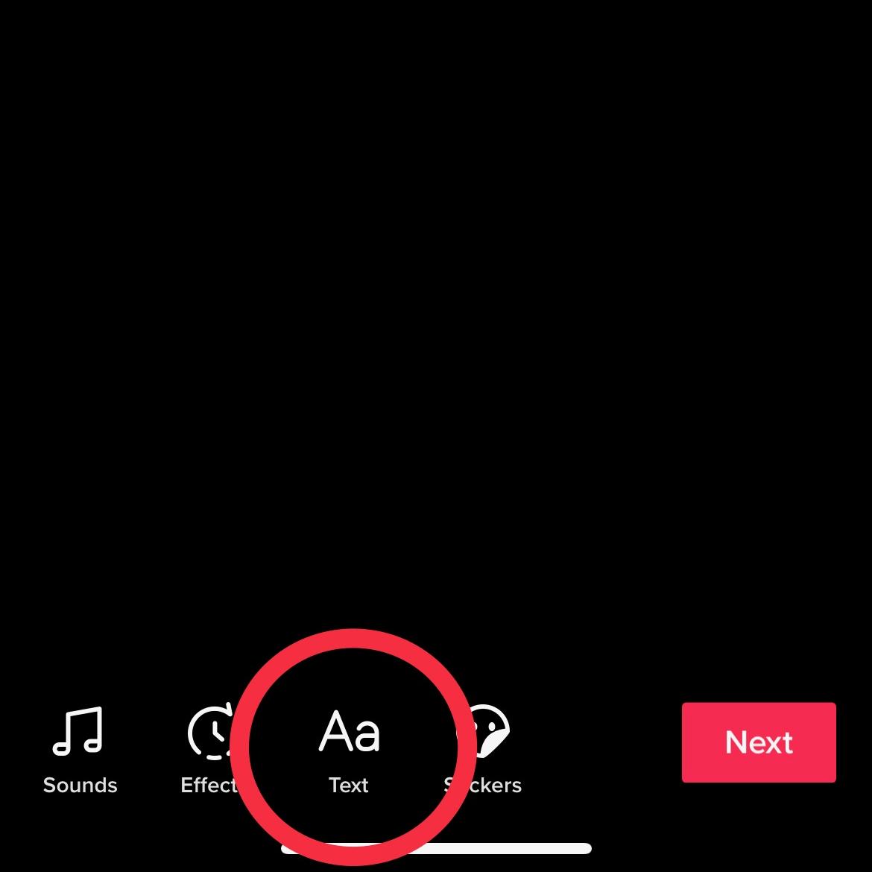 Ketuk fitur Teks di bagian bawah layar.
