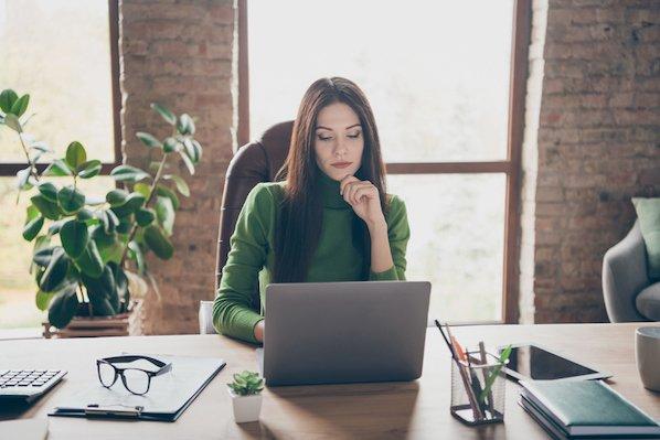 woman-applying-for-unlisted-job.jpgkeepProtocol.jpeg